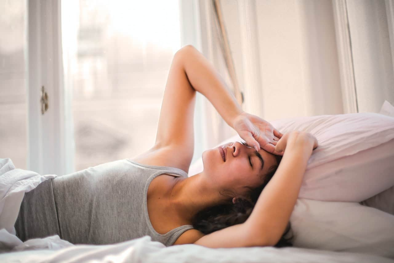 woman bed pain symptoms